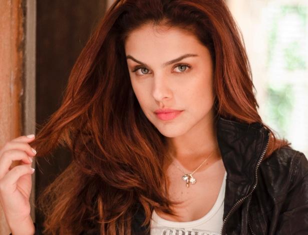 Paloma Bernardi conta como cuida da beleza