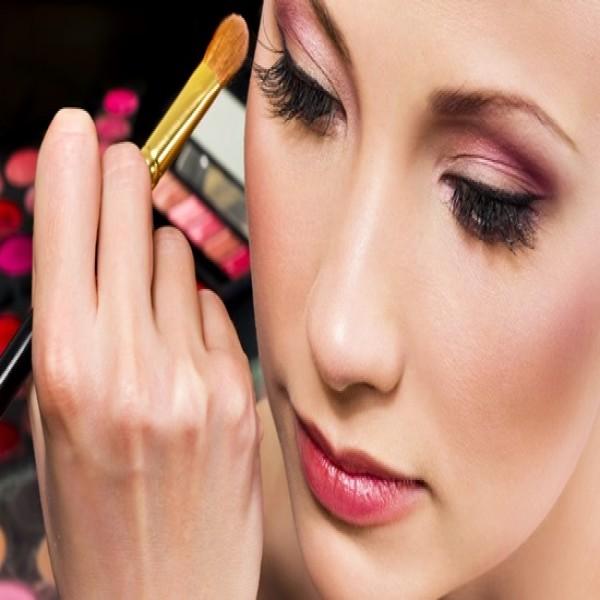 714212 Curso de maquiagem profissional 2015 2 600x600 Curso de maquiagem profissional 2015