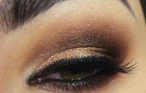 Maquiagem dourada sem exageros