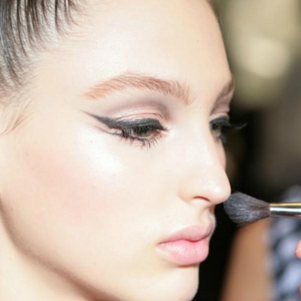 721707 Cursos de maquiagem online 2015 3 600x600 Cursos de maquiagem online 2015