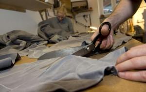 Reforma de roupa ajuda na economia e a estar na moda