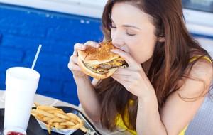 Pesquisa aponta que trabalho engorda e faz mal à saúde