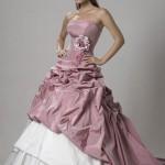 74548 cintura bem marcada com detalhe de flor 150x150 Vestidos de Noiva Coloridos   Fotos