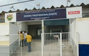 Escola do Trabalho cursos gratuitos em Taubaté 2015