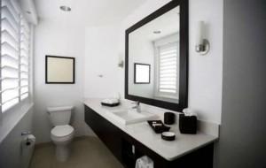 Banheiro decorado preto e branco
