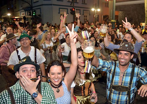 Oktoberfest 2015: programação e desfiles
