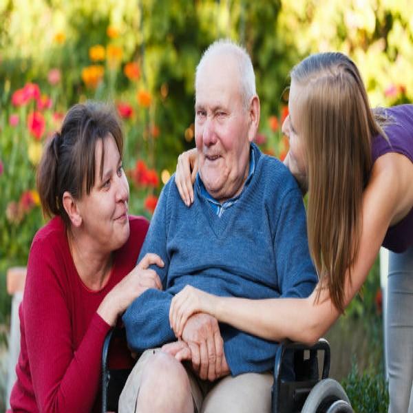 76847 cuidador de idoso 600x600 Curso de Cuidador de Idosos Gratuito RJ