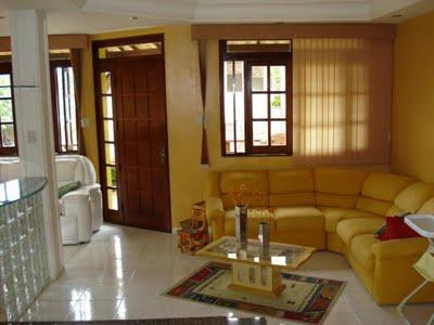 dos móveis e das paredes trazem alegria para o ambiente pequeno e