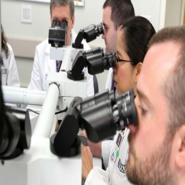 99306 patologista curso medicina 600x600 Curso de Patologia Clínica Gratuito