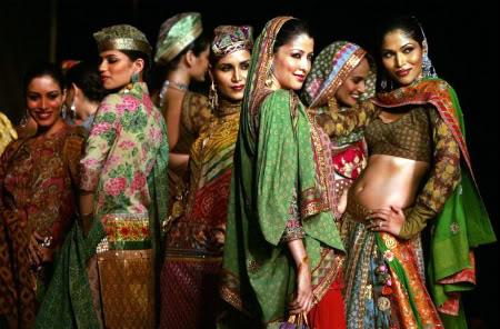india2 Roupa indiana – Modelo de trajes indianos