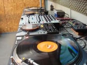 Melhores Cursos de DJ do Brasil Melhores Cursos de DJ do Brasil