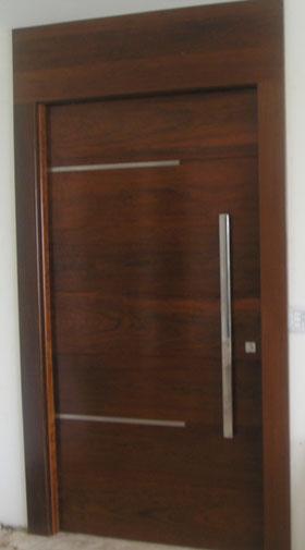 Portas de madeira para entrada for Portas de apartamentos modernas