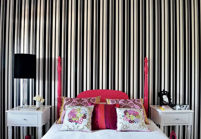 Papel De Parede Para Quarto Barato ~ quarto com papel de parede listrado 300×207 Quarto com Papel de Parede