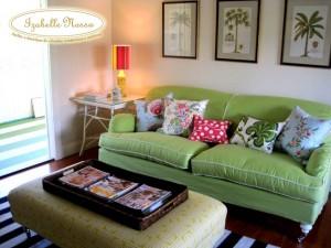 almofadas coloridas absolutely 300x225 Como Usar Almofadas na Decoração