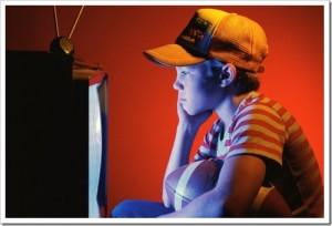 crianca vendo tv 300x204 Melhores Filmes Infanto Juvenil