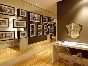 decoracao parede espelhada quadros 300x227 Como Decorar Paredes Com Fotos