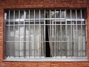janela de aluminio com grade 11 300x225 Janelas com Grades, Preços, Onde Comprar