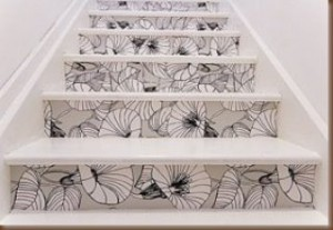 papel de parede em escadas 300x207 Como Decorar Escadas, Dicas