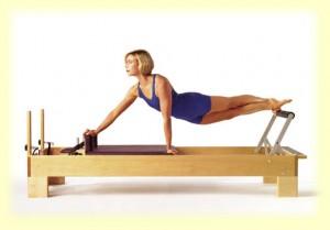 pilates elizabeth 300x209 Exercícios Aeróbicos Para Perder Barriga