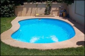 piscina de fibra2 300x198 Piscina Vinil ou Fibra: Preços