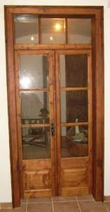 porta de madeira com vidro 03 157x300 Portas de Madeira com Vidro para Sala