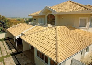 telhado executado com a telha ceramica modelo mediterraneo m14 produzida pela top telha 1275607180592 560x400 300x214 Telhas de Cerâmica Preços
