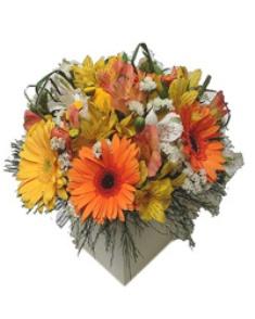 cesto Decoração com Flores Tropicais