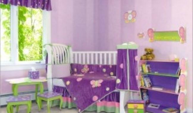 quarto de bebe lilas com verde 300x220 Decoração de Quarto de Bebê