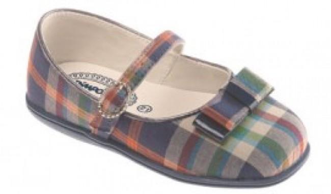 0025444 Coleção de Calçados Pimpolho Outono/Inverno 2011