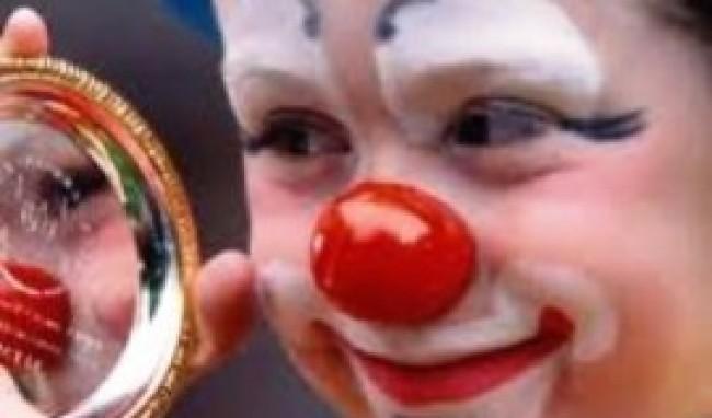 palhacinho no espelho Maquiagem de Palhaço Passo a Passo Infantil
