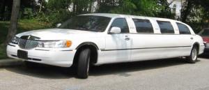 98 02 Lincoln Town Car limousine 300x129 Aluguel de Limousine em SP, Preço