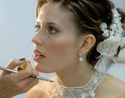 Dicas essenciais para não errar na maquiagem para noivas