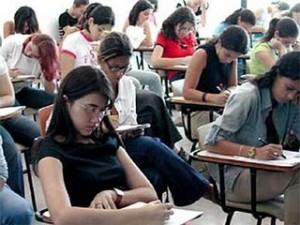alunos fazendo prova 300x225 Faculdades de Nutrição RJ